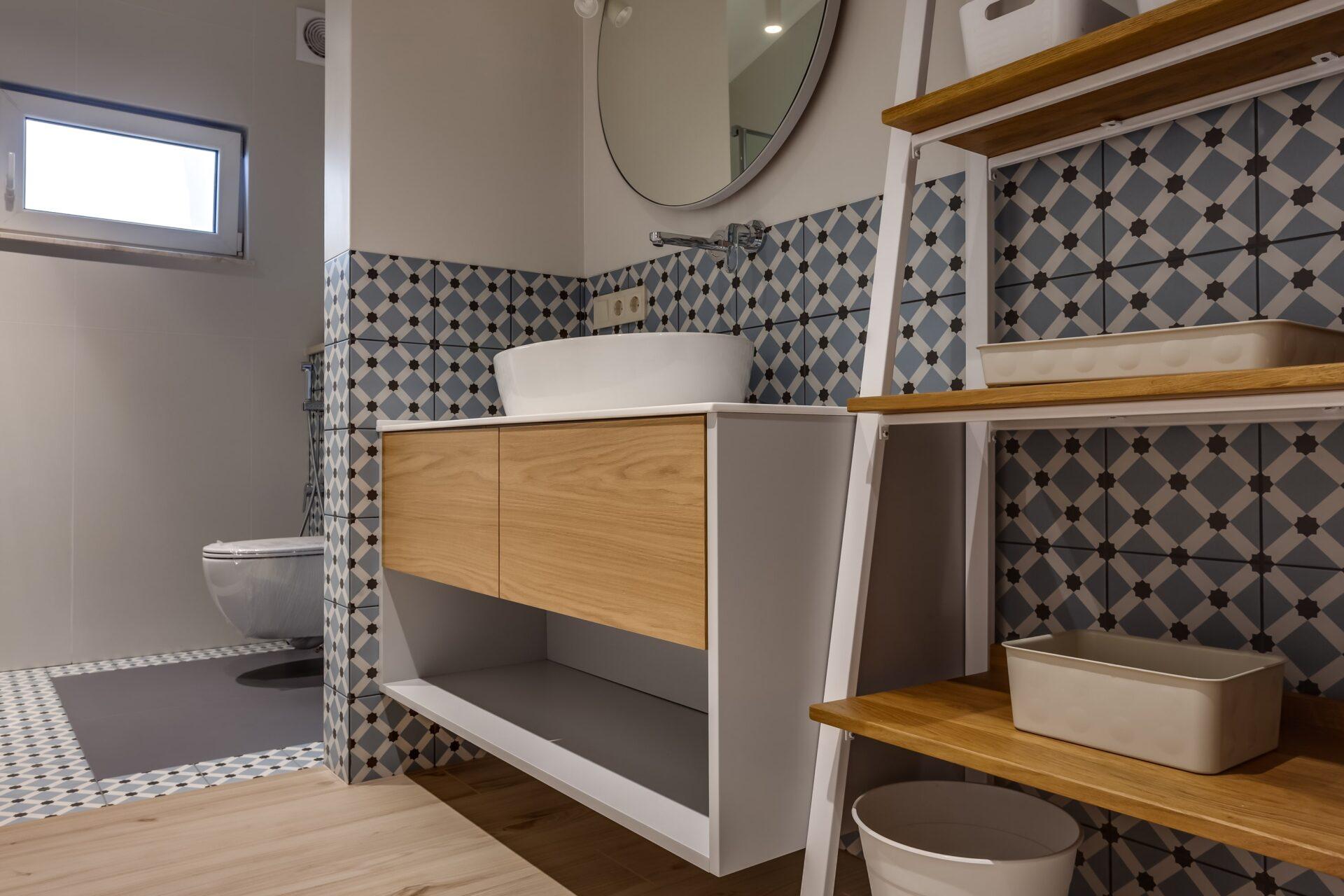 Bathroom Veneering & Pine 615