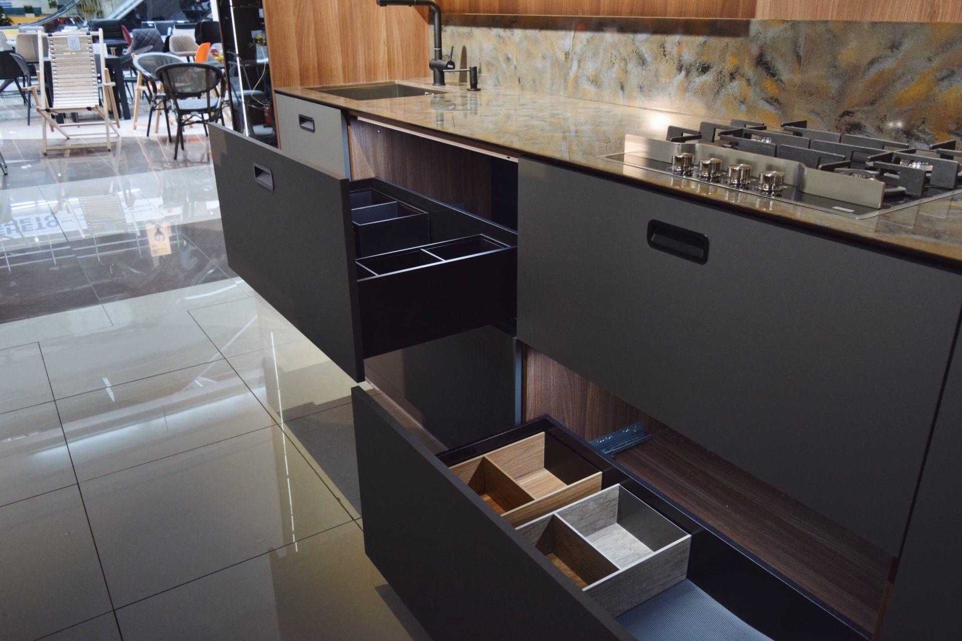 Kitchen Salon