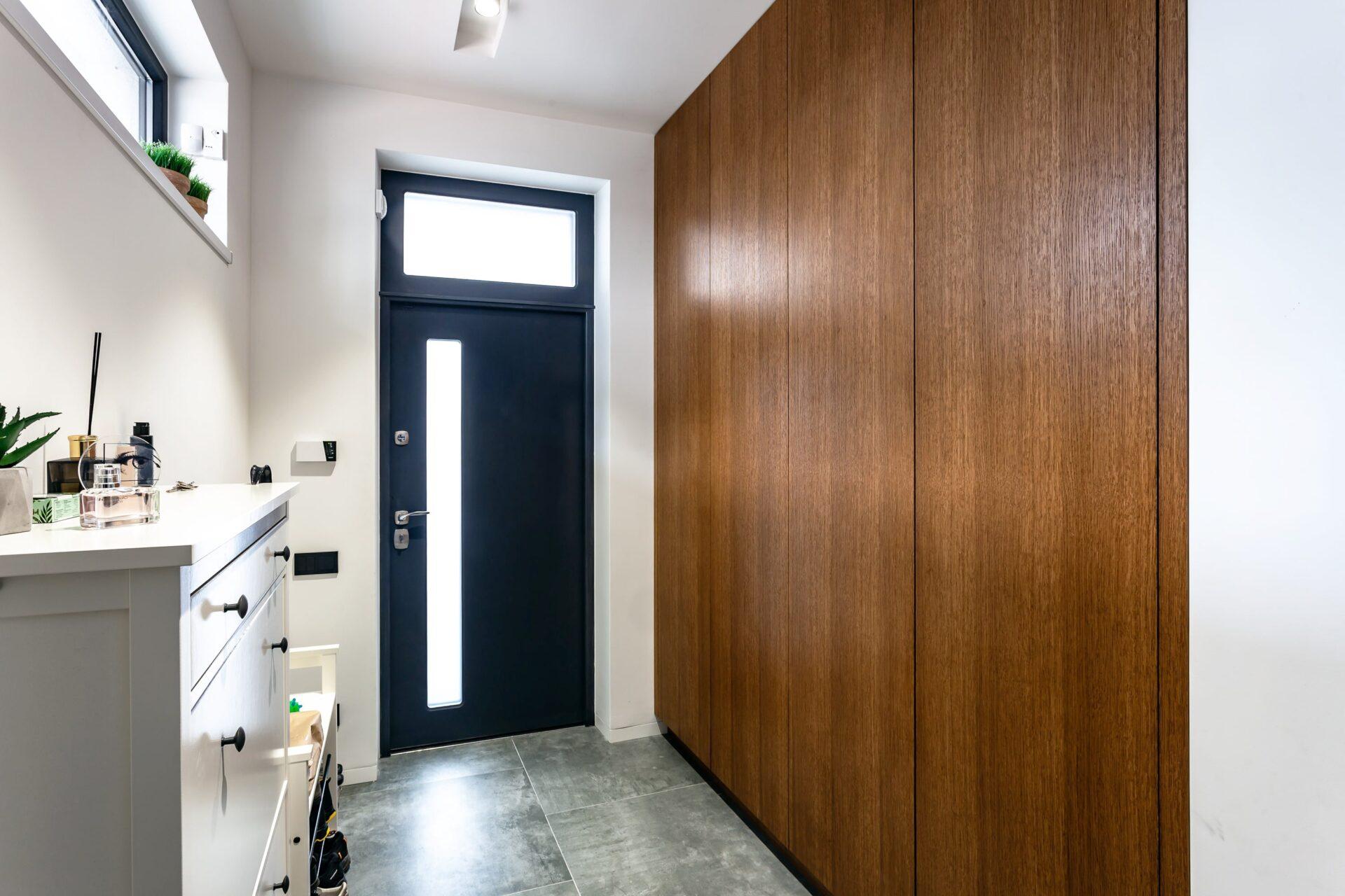 Bathroom Cleaf & Hallway Veneering 365